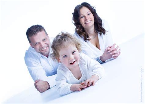 ideen für familienfotos kinder familie familienfotos fotoshooting fotostudio kinderfotos fotostudio lichtecht