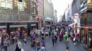 Maastricht Shopping öffnungszeiten : maastricht the netherlands september 2014 province of limburg lots of people are shopping in ~ Eleganceandgraceweddings.com Haus und Dekorationen