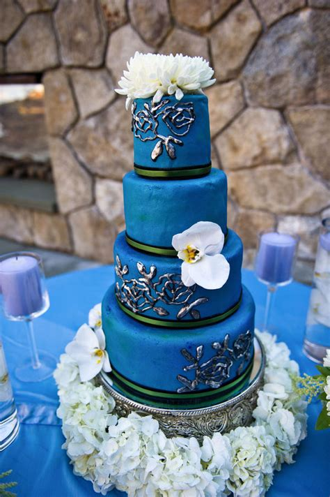 wedding addict dark blue  white wedding cake sweety