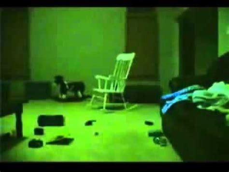 Chaise Qui Se Balance Toute Seule by La Chaise Qui Bouge Toute Seule Youtube
