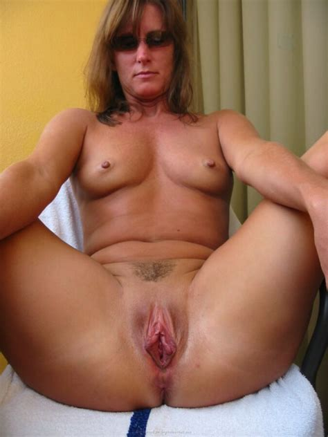 Sexy Real Amateur Milf Abbie Shows Us The Goods Free