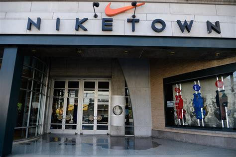 nike  move   square foot  ave store