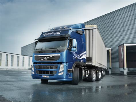 who makes volvo trucks new volvo fm methanediesel truck makes public debut in