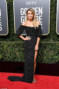 Golden Globes: Renee Bargh wears black on the red carpet