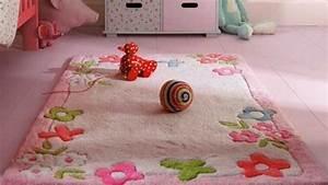 le tapis chambre bebe des couleurs vives et de l With tapis chambre bébé avec pinata fleur