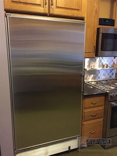 custom quilted  splash  stainless steel  shelf