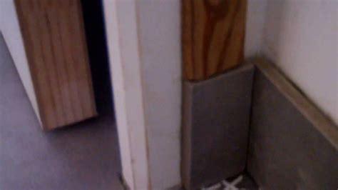 joint plinthe cuisine poser des plinthes avec des carreaux de carrelage