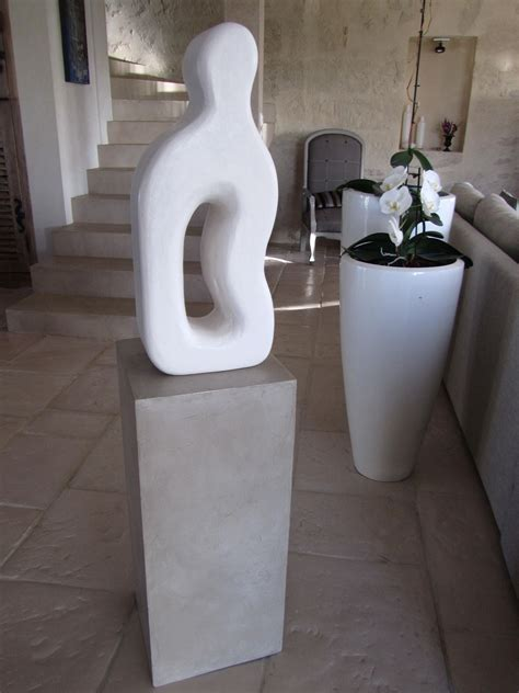 socle beton pour ladaire socle en beton cire creation statue contemporaine photo de beton cire le mobilier