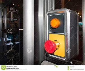 Bouton Arret D Urgence : bouton d 39 arr t d 39 urgence photographie stock image 32347332 ~ Nature-et-papiers.com Idées de Décoration