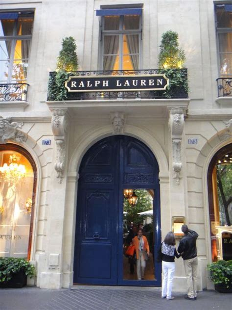 The design of the space fits perfectly with the ralph lauren style and concept: Ralph Lauren Shop Door | Facade design, Colonial house, Retail space design