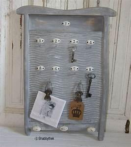 Alte Schlüssel Deko : waschbrett aufgearbeitet als schl sselbrett memo von shabbythek auf deko in 2019 ~ Orissabook.com Haus und Dekorationen