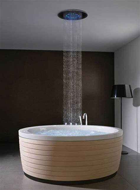 unique bathroom designs freistehende badewanne blickfang und luxus im badezimmer