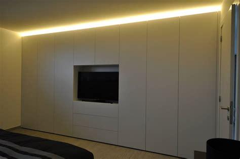 bureau avec rangement intégré armoire de chambre à coucher à téléviseur intégré