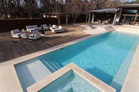 Beatuiful Modern Style Swimming Pool On Lake Tyler