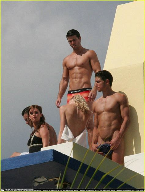 Hilton naken Nicky