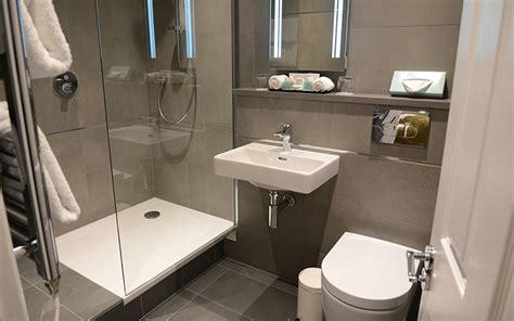 nami doccia quali sono i migliori materiali per il piatto doccia nel