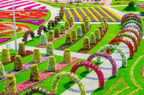 foto indahnya taman bunga  dubai dijuluki taman
