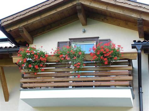 ringhiera in legno per esterni balconi esterni moderni