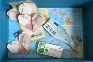 hochzeitsgeschenk verpacken geld geldschein als papierflieger und herz falten hochzeitsgeschenk geld kreativ verpackt diy