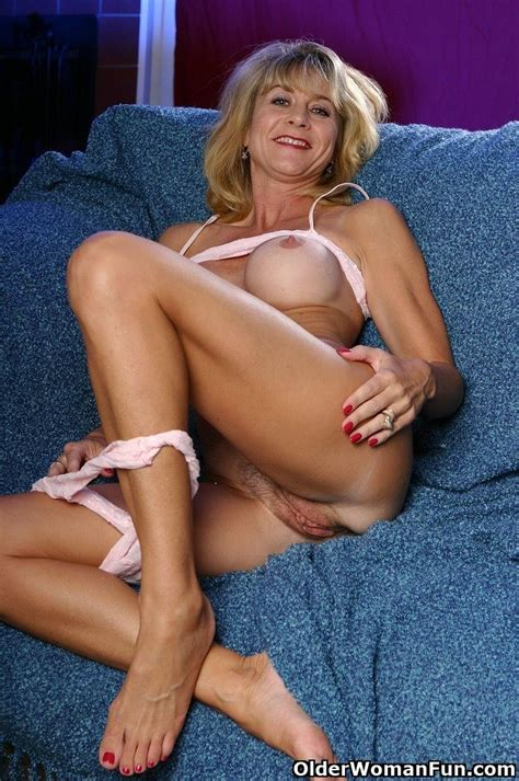Milf Lana shows her fuckable pussy - Pichunter