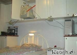 Bilder über Bett : monitor ber dem bett bild ~ Watch28wear.com Haus und Dekorationen