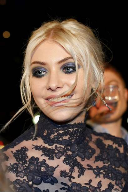Momsen Taylor Latest Wallpapers