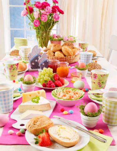Festlich Gedeckter Tisch Für Einen Osterbrunch Deko