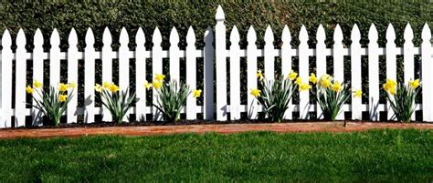 picket fences mord am gartenzaun 11 steps to installing your own white picket fence a