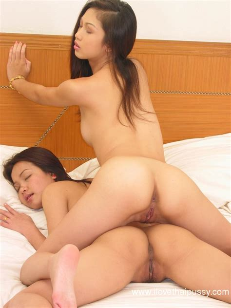 Majalah Dewasa Sexy Asian Lesbians Kissing Each Other And