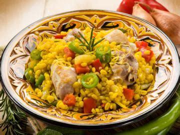 cucina spagnola paella paella di pollo la ricetta per preparare la paella di pollo