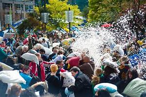 There's A Ginormous Pillow Fight Coming To Vancouver This ...