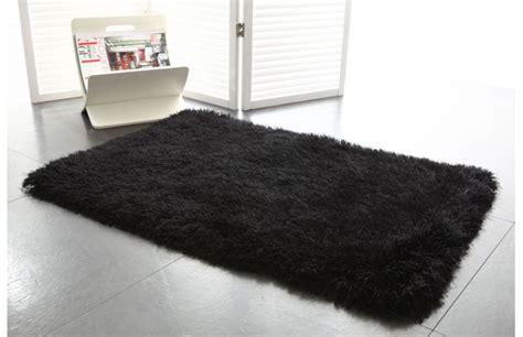 tapis shaggy descente de lit noir 60x90 valdo miliboo