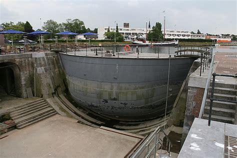caisson d caisson lock gate
