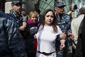 Russian Police Detain A Girl Activist Police Arrested The ...