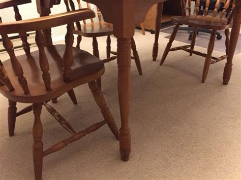 colonial dining room table and 5 chairs saanich
