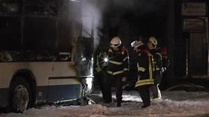 Hamburg Braunschweig Bus : doppeldeckerbus brennt in g ttingen aus nachrichten niedersachsen braunschweig ~ Markanthonyermac.com Haus und Dekorationen