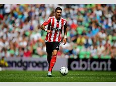 Manchester United begin talks with Southampton over £8m