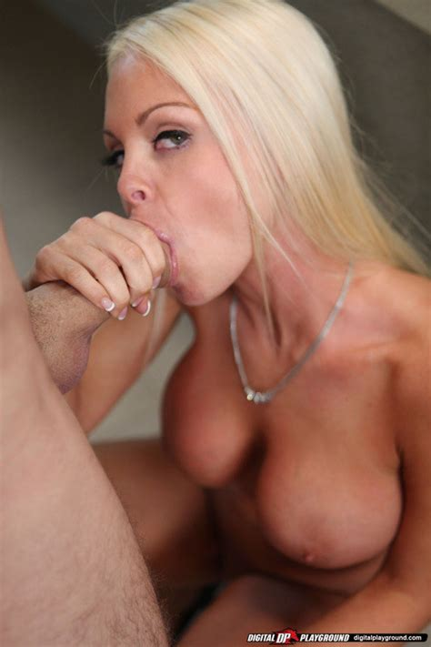 Juicy Jesse Jane Strips Nude For A Hot Standing Fuck Of