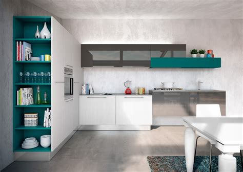 mensole in cucina cucine con elementi colorati mensole vani a giorno