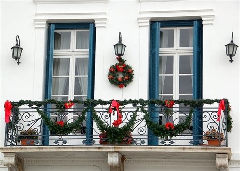 christmas balcony decorations cool christmas balcony decor ideas digsdigs
