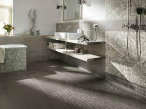 mosaik bad modern badezimmergestaltung in grau roomido