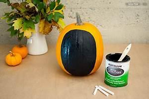 Une Citrouille Pour Halloween : pour d corer une citrouille d 39 halloween avec des portraits ~ Carolinahurricanesstore.com Idées de Décoration