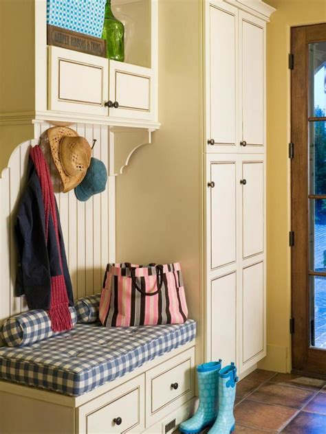 easy hallway organization  mudroom furniture ideas