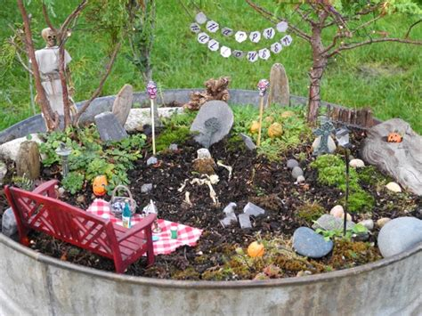 More Miniature Garden Ideas For A Spooky Halloween!