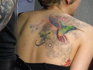 Frauen Rücken Tattoo : kolibri tattoo motive und deren bedeutung ~ Frokenaadalensverden.com Haus und Dekorationen