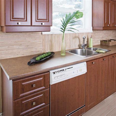retaper armoire de cuisine poser du placage autoadhésif pour transformer la mélamine