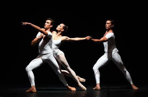 das stuttgarter ballett tanzt strawinsky cranko ballettpremiere in stuttgart perlen im kreislauf das