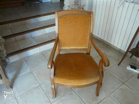 fauteuil ancien de style restauration en noyer provence