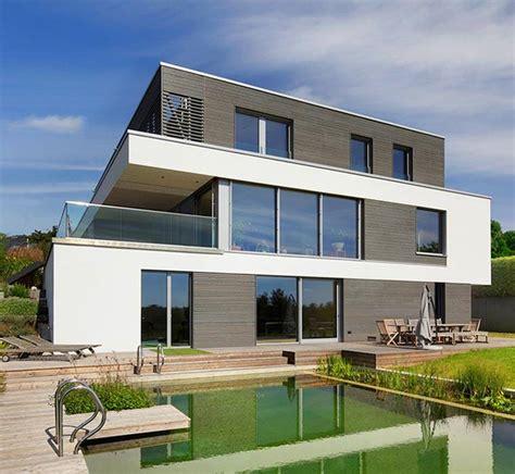 Moderne Leistbare Häuser by Haus Nilles Bauhaus Mit Geteilter Fassade Baufritz