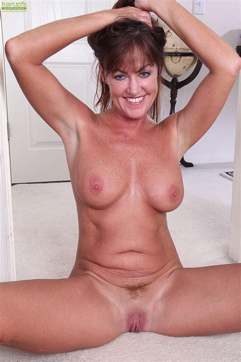 Horny Housewife Cynthia Davis Show Off Her Curves MILF Fox